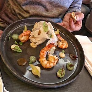 Gamberonis rôties, huitre, feuille de riz soufflée, céleri en mousseline, Gelée de Granny Smith au Burgundy Lounge